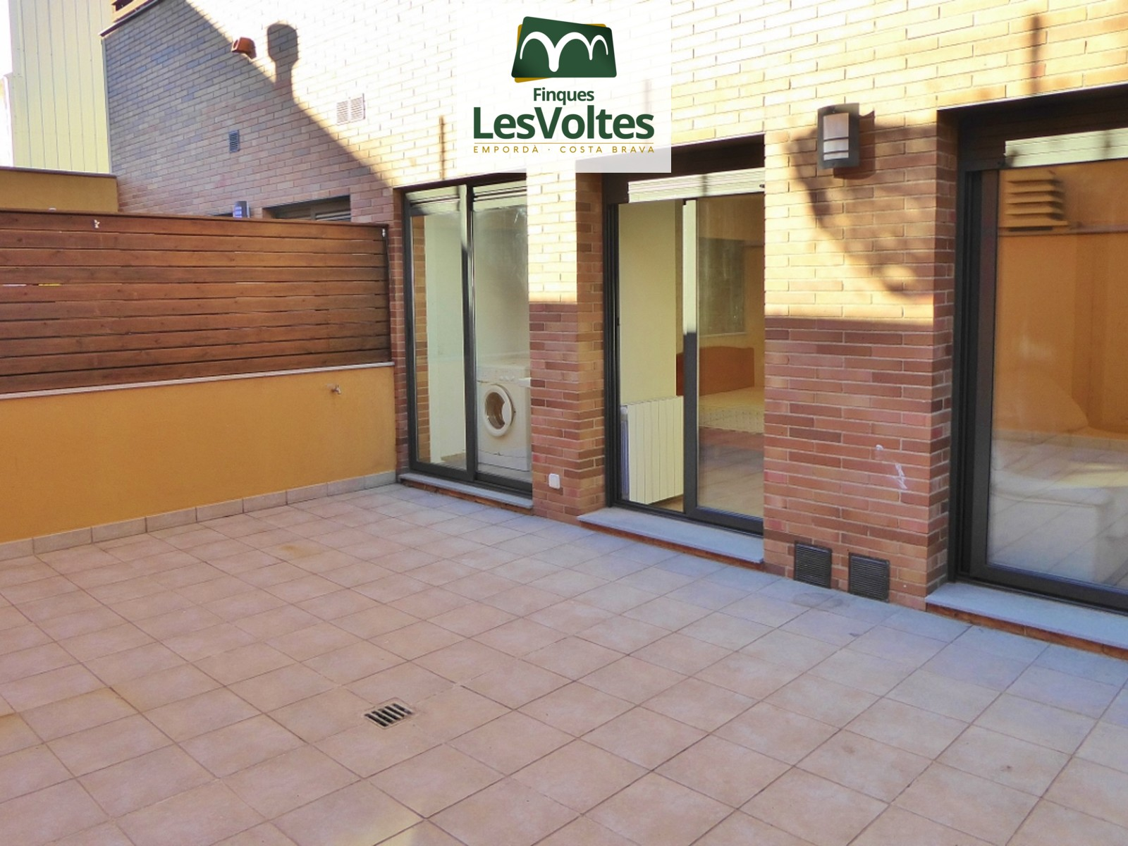 GROUND FLOOR OF 70 M2 WITH TERRACE AND PARKING FOR RENT IN PALAFRUGELL.