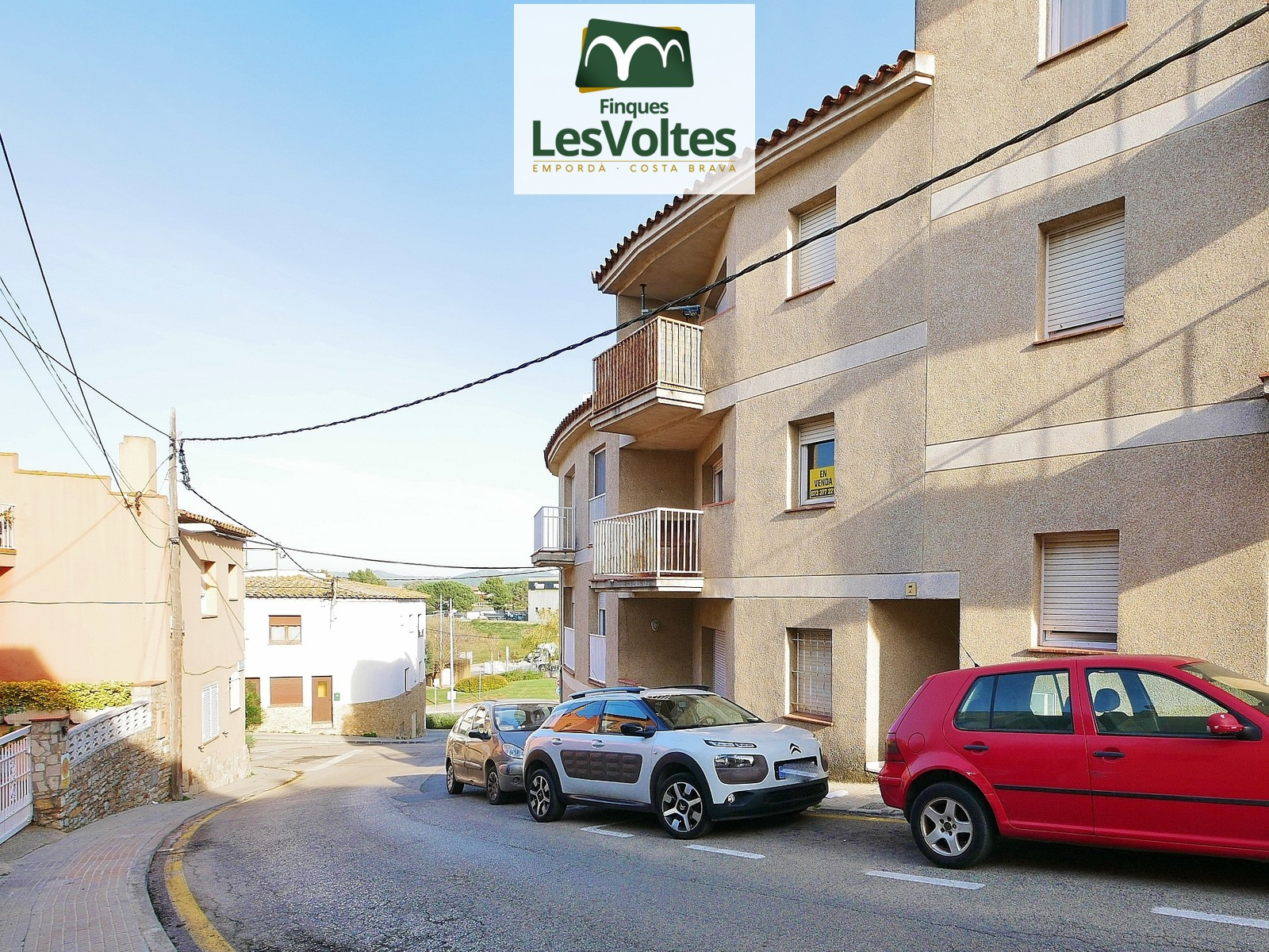 3-bedroom apartment for sale in a residential and quiet area of Palafrugell. Small community of neighbors.