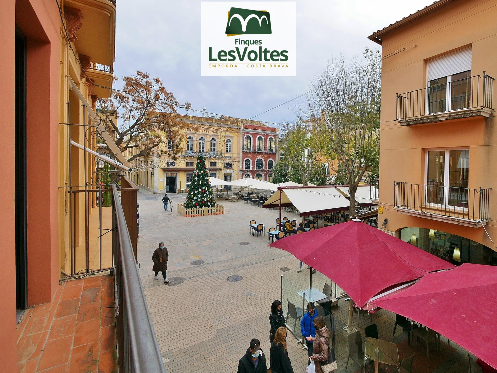 MAGNIFICENT RENOVATED VILLAGE HOUSE WITH CHARM IN THE PEDESTRIAN CENTER OF PALAFRUGELL. FINCA WITH LARGE TERRACE AND FORKLIFT