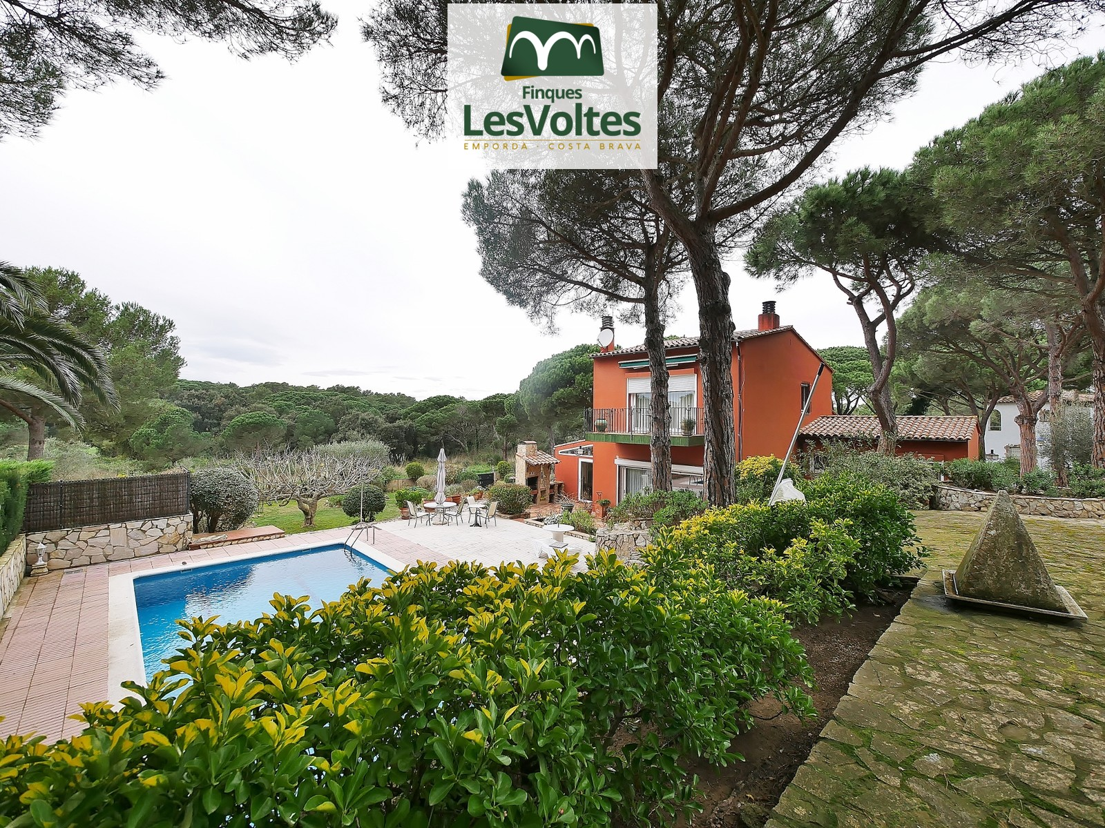 SINGLE FAMILY HOUSE WITH LARGE GARDEN AND SWIMMING POOL IN THE GOLFET AREA OF CALELLA DE PALAFRUGELL. BUILDING FARM WITH MANY