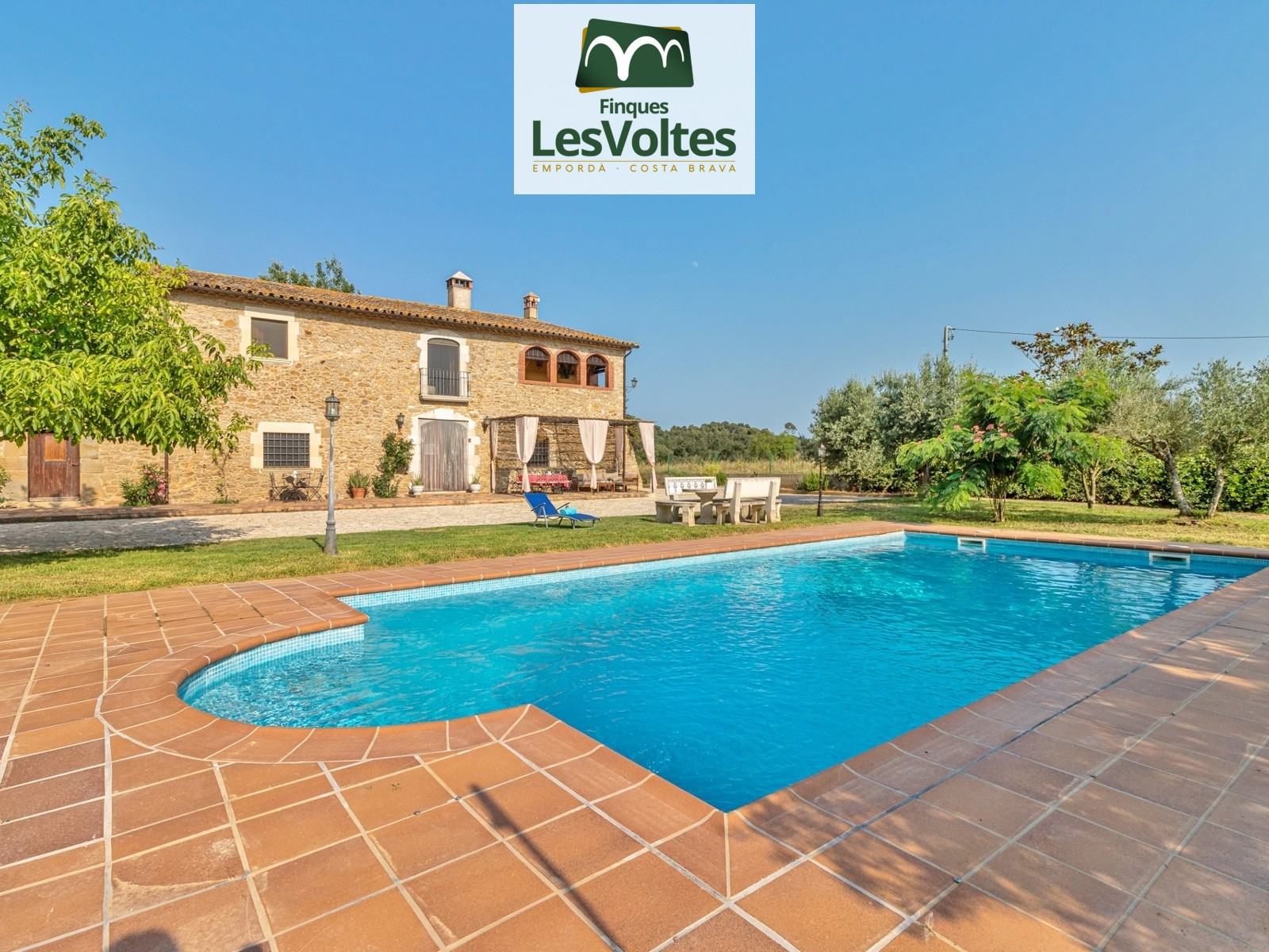 FANTASTIC RUSTIC FARMHOUSE FROM THE 13TH CENTURY COMPLETELY RENOVATED WITH GARDEN AND POOL FOR SECOND HOME RENTAL.