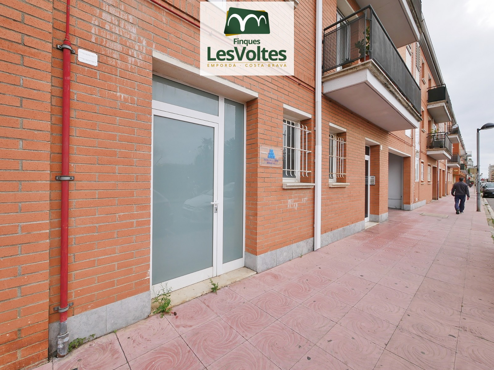 COMMERCIAL PREMISES OF 100M2 LOCATED IN THE CENTER OF PALAMÓS ENABLED AS AN OFFICE