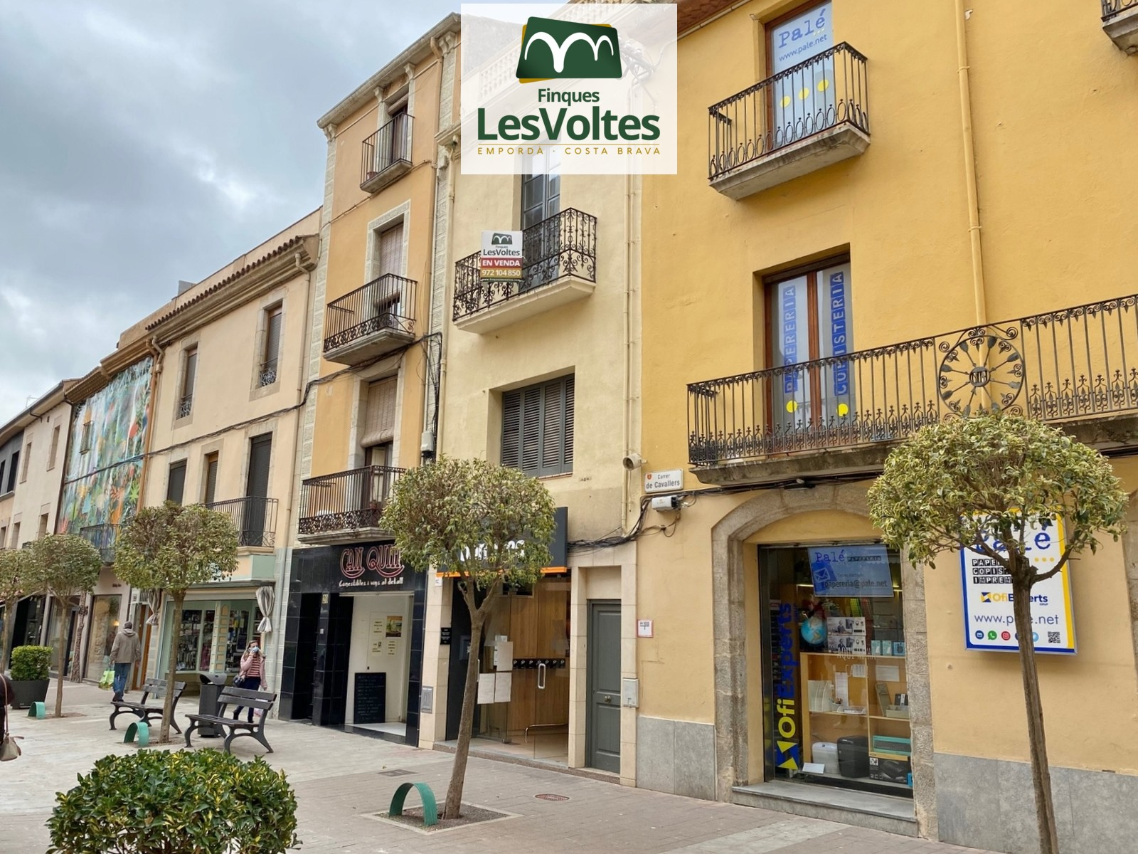 SPACIOUS FLAT WITH CHARM TO REFORM IN THE PEDESTRIAN CENTER OF PALAFRUGELL. PROPERTY OF 121 M2 WITH TERRACE AND MAGNIFICENT V