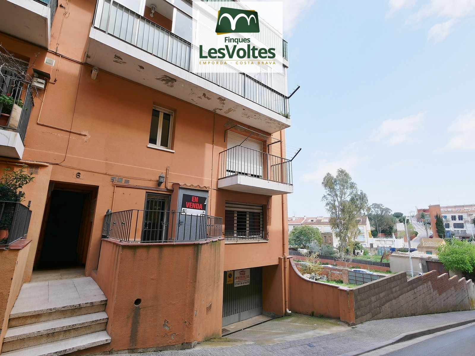 3 BEDROOM DUPLEX APARTMENT FOR INTERIOR SUITABILITY FOR SALE IN PALAFRUGELL.