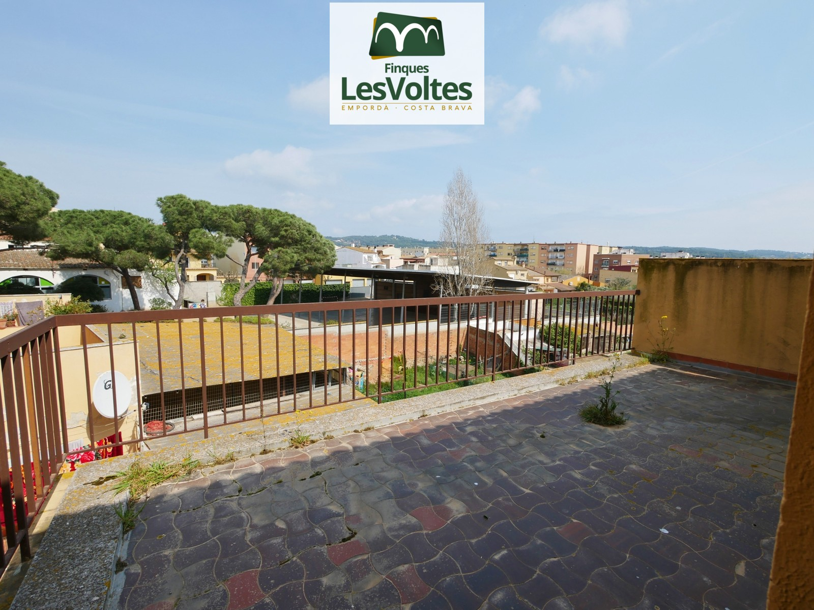 GREAT PENTHOUSE OF 109 TO REFORM WITH 3 TERRACES FOR SALE IN PALAFRUGELL. MAGNIFICENT VIEWS.