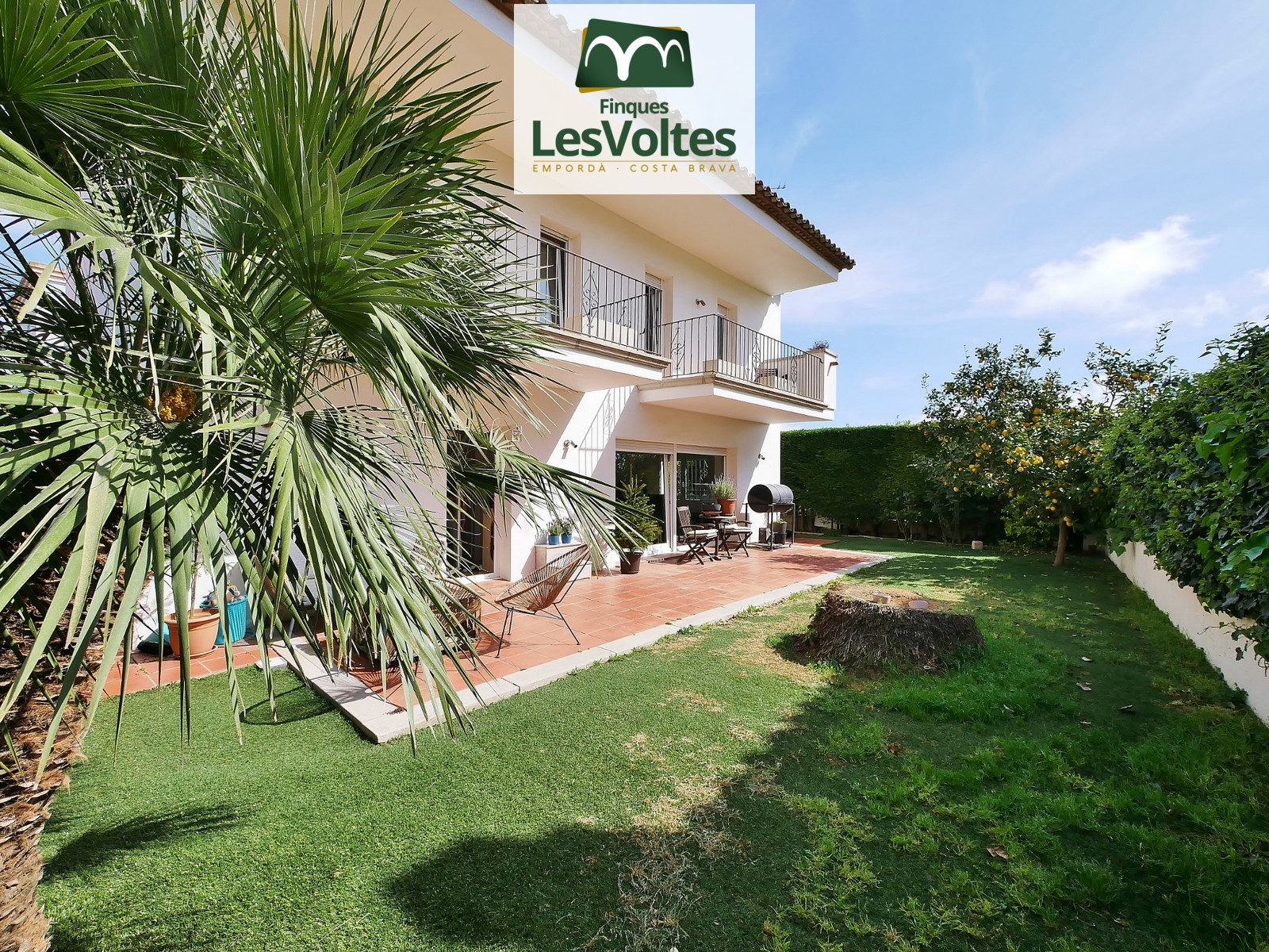 MAGNICAL SINGLE-FAMILY HOUSE WITH MOUNTAIN VIEWS AND SURROUNDED BY NATURE, VERY CLOSE TO THE CENTER OF PALAFRUGELL.