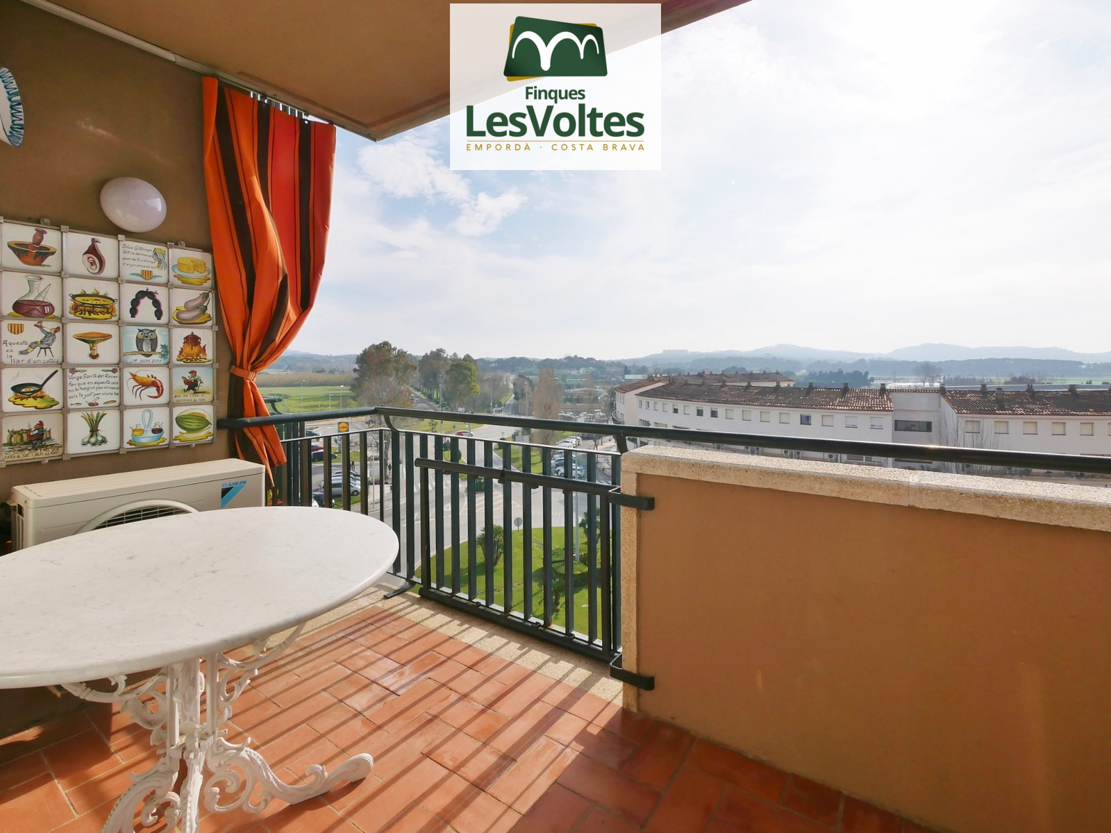 3 bedroom apartment for rent in Palafrugell. Community with elevator.