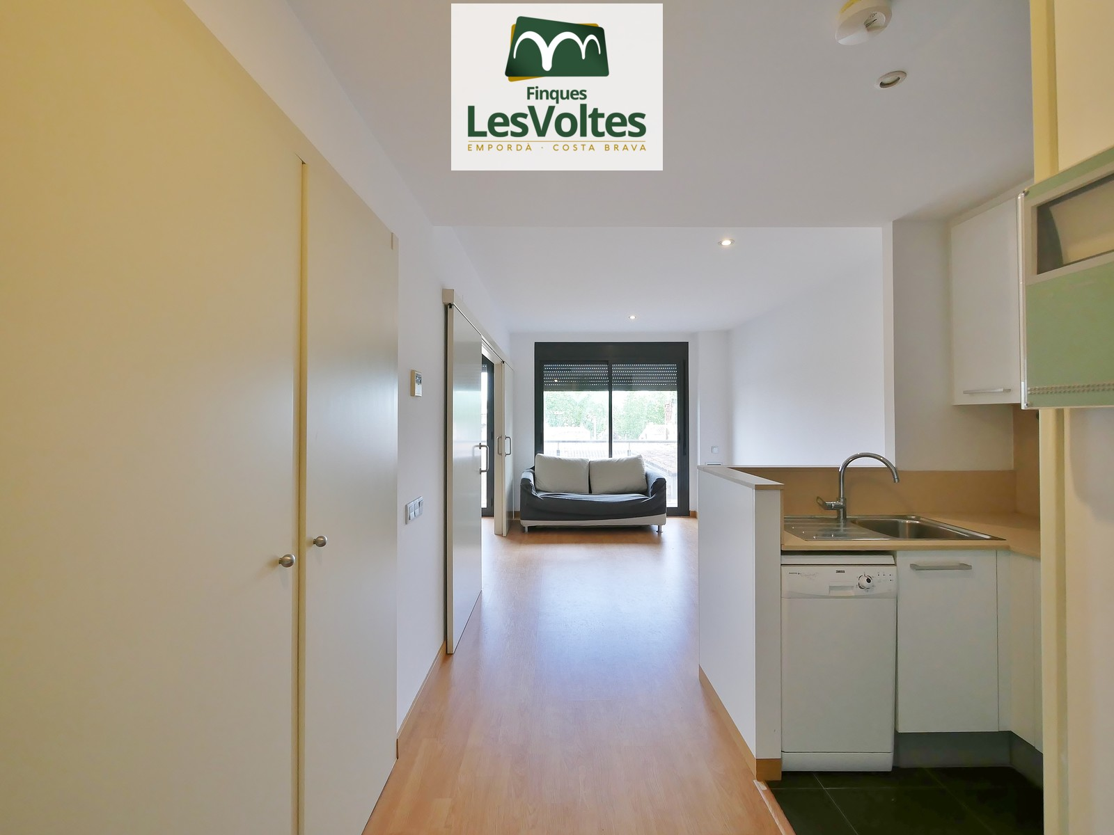 1 BEDROOM APARTMENT FOR RENT IN THE CENTER OF PALAFRUGELL EQUIPPED WITH APPLIANCES. PARKING AND STORAGE ROOM INCLUDED.