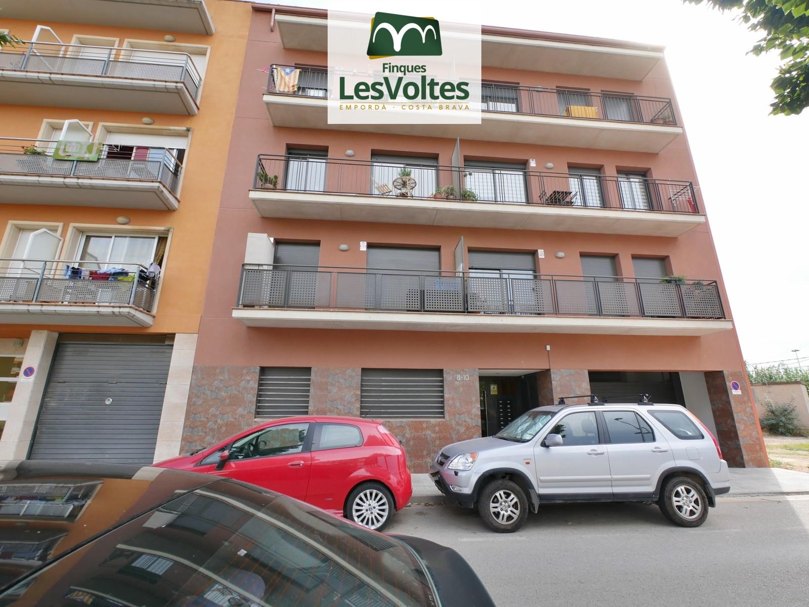 51 M2 GROUND FLOOR WITH 1 BEDROOM AND PARKING FOR RENT IN LA BISBAL D'EMPORDÀ.