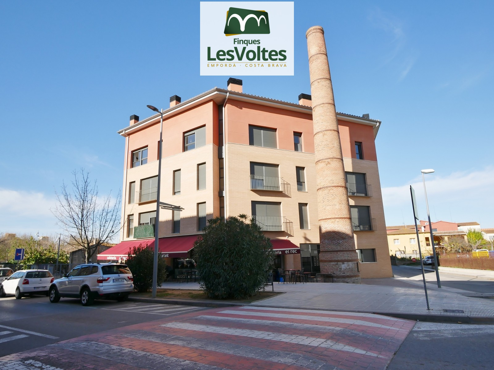 71 M2 APARTMENT ON THE FIRST FLOOR WITH ELEVATOR AND 11 M2 PARKING FOR RENT IN LA BISBAL D'EMPORDÀ.