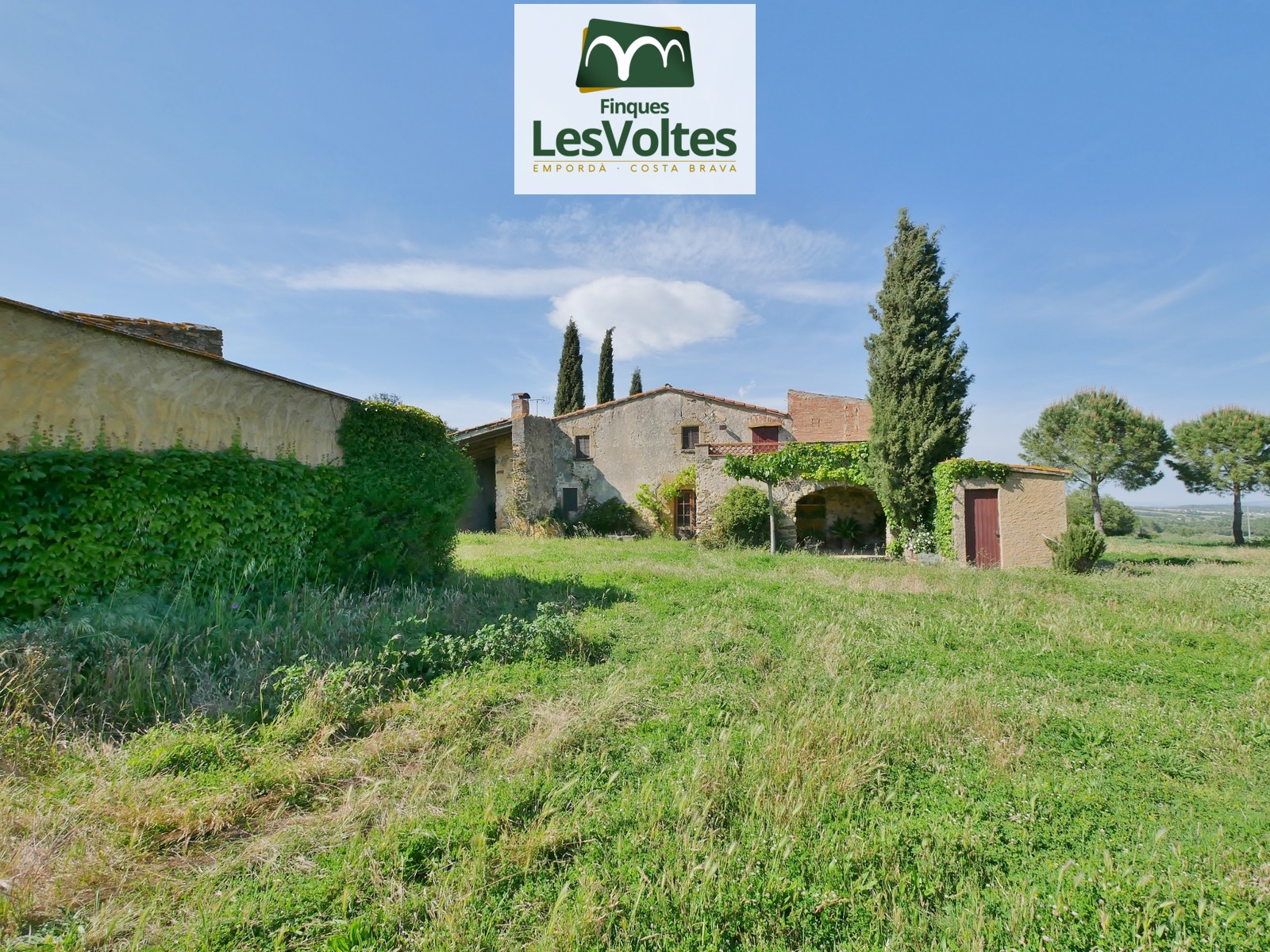 CHARMING STONE COUNTRY HOUSE OF 190 M2 WITH 8700 M2 OF LAND FOR RENT AS A SECOND RESIDENCE IN SANT SADURNÍ DE L'HEURA.