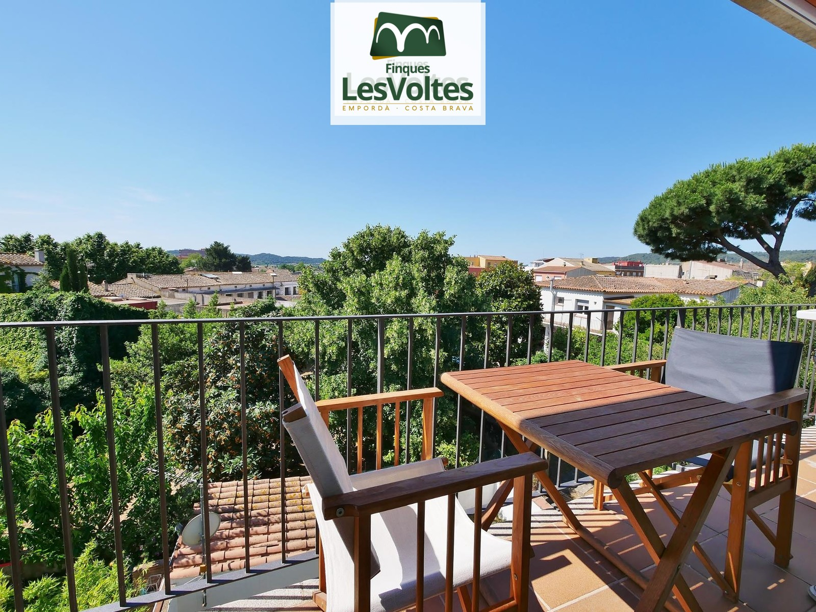 SPACIOUS 95M2 APARTMENT WITH MAGNIFICENT VIEWS IN THE CENTER OF PALAFRUGELL.