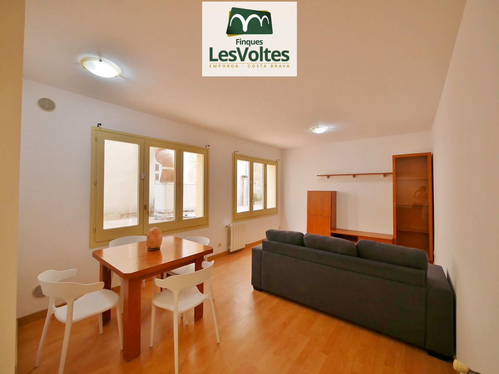 FURNISHED AND EQUIPPED CENTRAL STUDIO OF 42 M2 FOR RENT IN LA BISBAL D'EMPORDÀ.