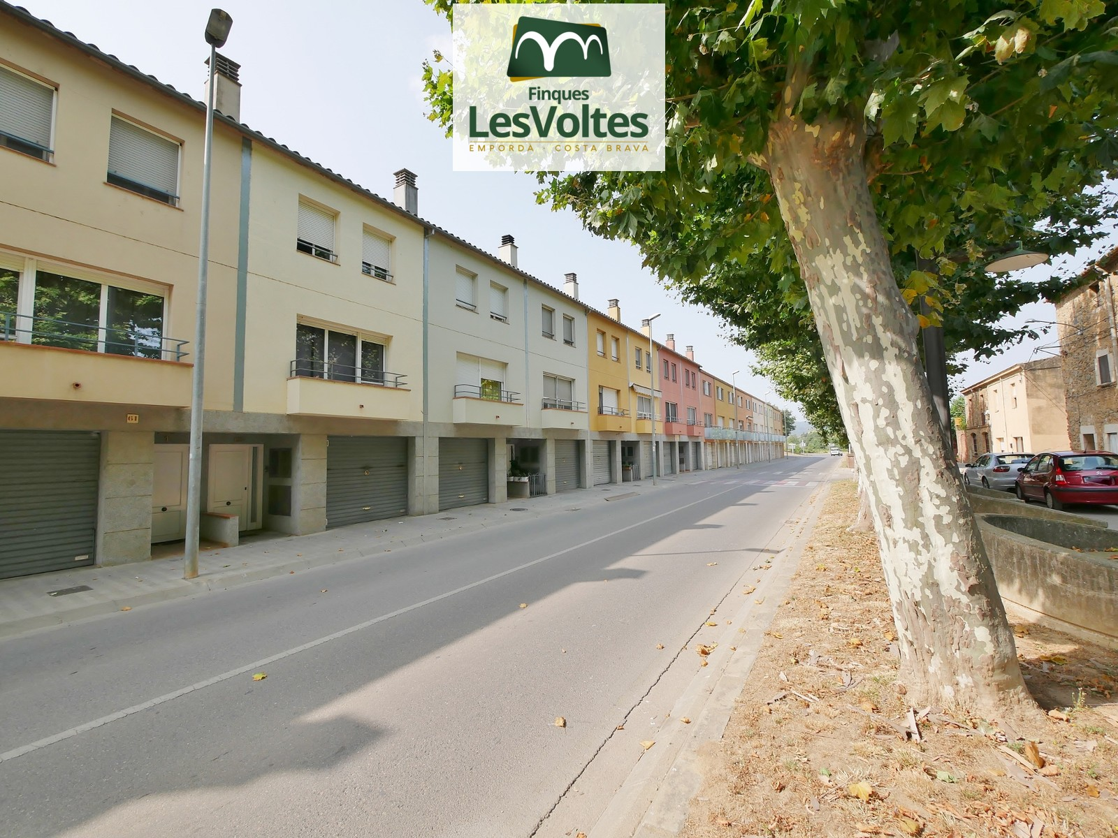 TOWNHOUSE OF 170 M2 WITH GARAGE AND YARD OF 42 M2 FOR SALE IN LA BISBAL D'EMPORDÀ.