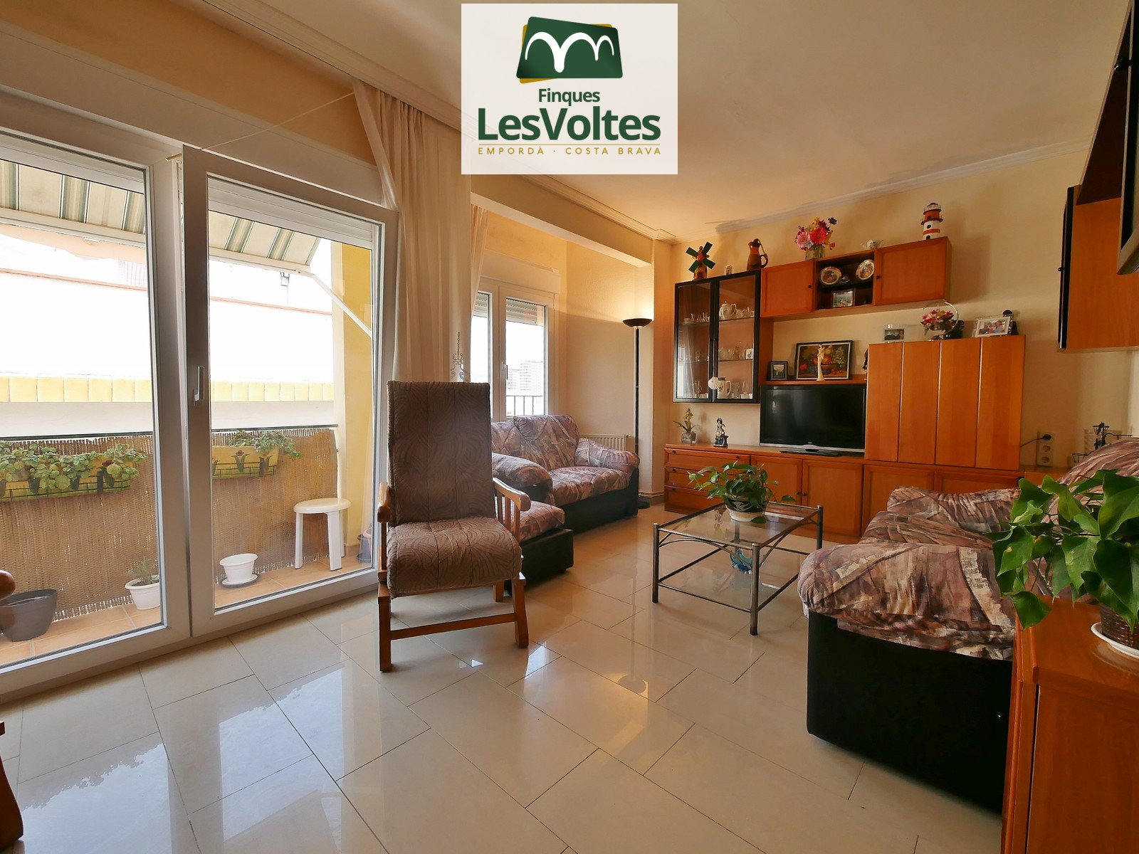 MAGNIFICENT APARTMENT WITH 2 DOUBLE ROOMS COMPLETELY RENOVATED FOR SALE IN PALAMÓS ZONA DEL PADRÓ.