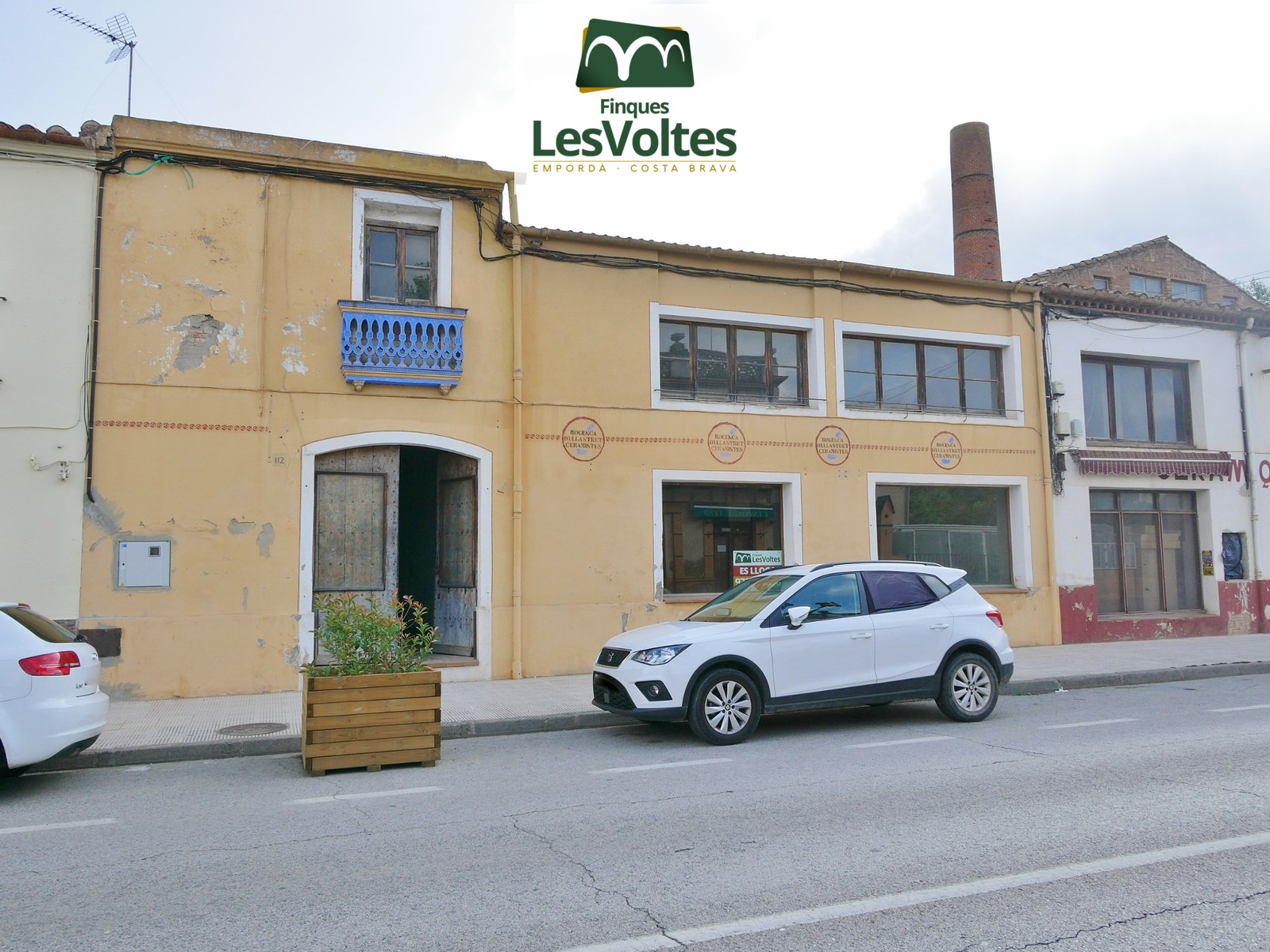 COMMERCIAL PREMISES OF 300 M2 ON THE GROUND FLOOR WITH FIRST FLOOR FOR RENT IN LA BISBAL D'EMPORDÀ.