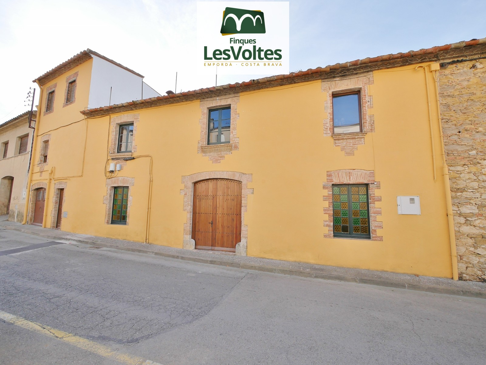 TERRACED HOUSE OF 580 M2 FURNISHED AND EQUIPPED, WITH GARDEN OF 400 M2 FOR ANNUAL RENTAL FOR SECOND RESIDENCE IN FORALLAC.