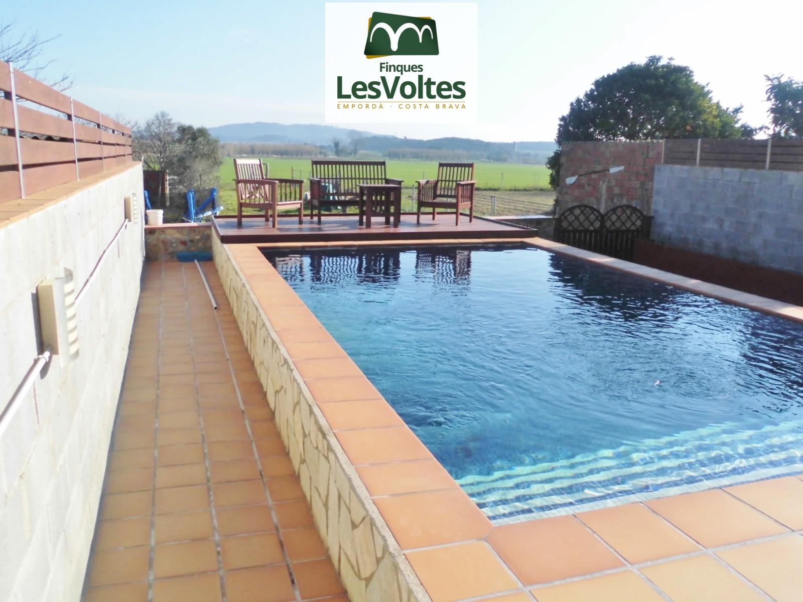 Casa amb jardí, piscina i gran garatge en venda a Mont-Ras