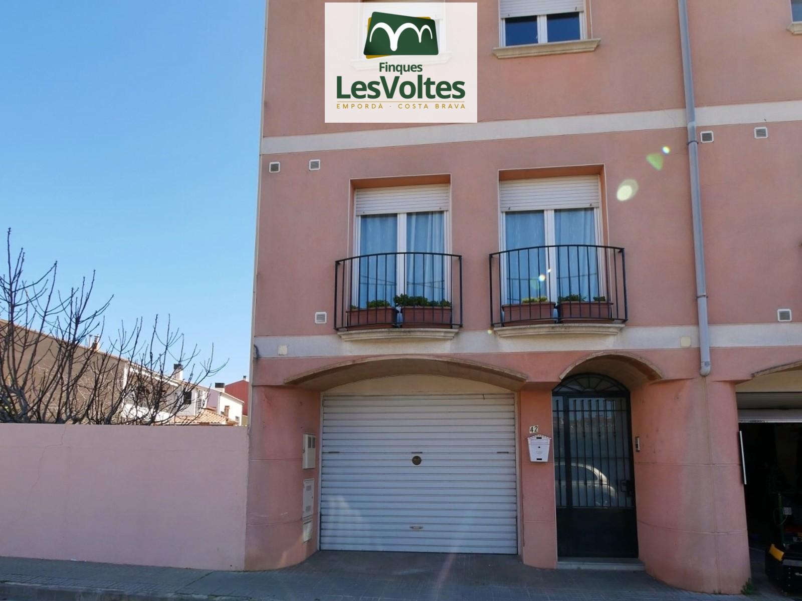 Casa adossada amb garatge i pati en venda a Palafrugell