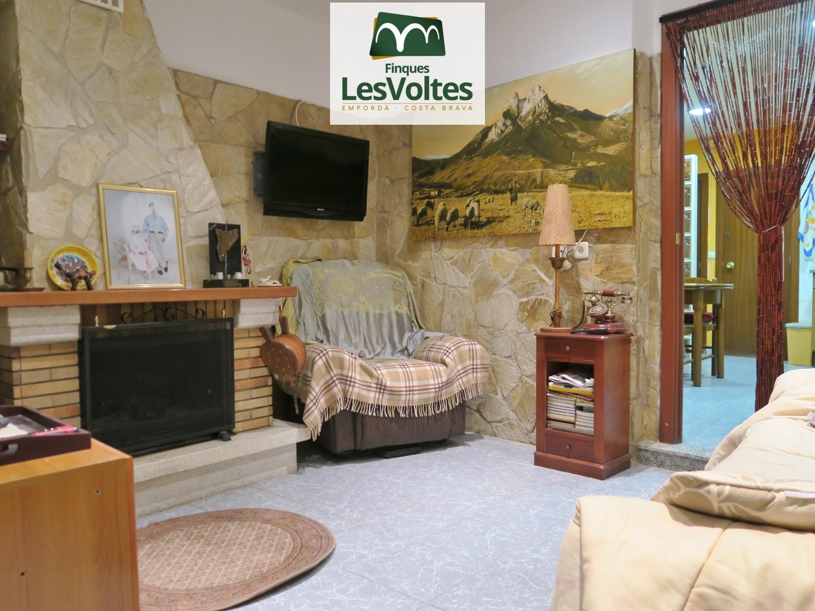 Casa de 150 m², 3 dormitoris, pati i terrassa en venda a Flaçà