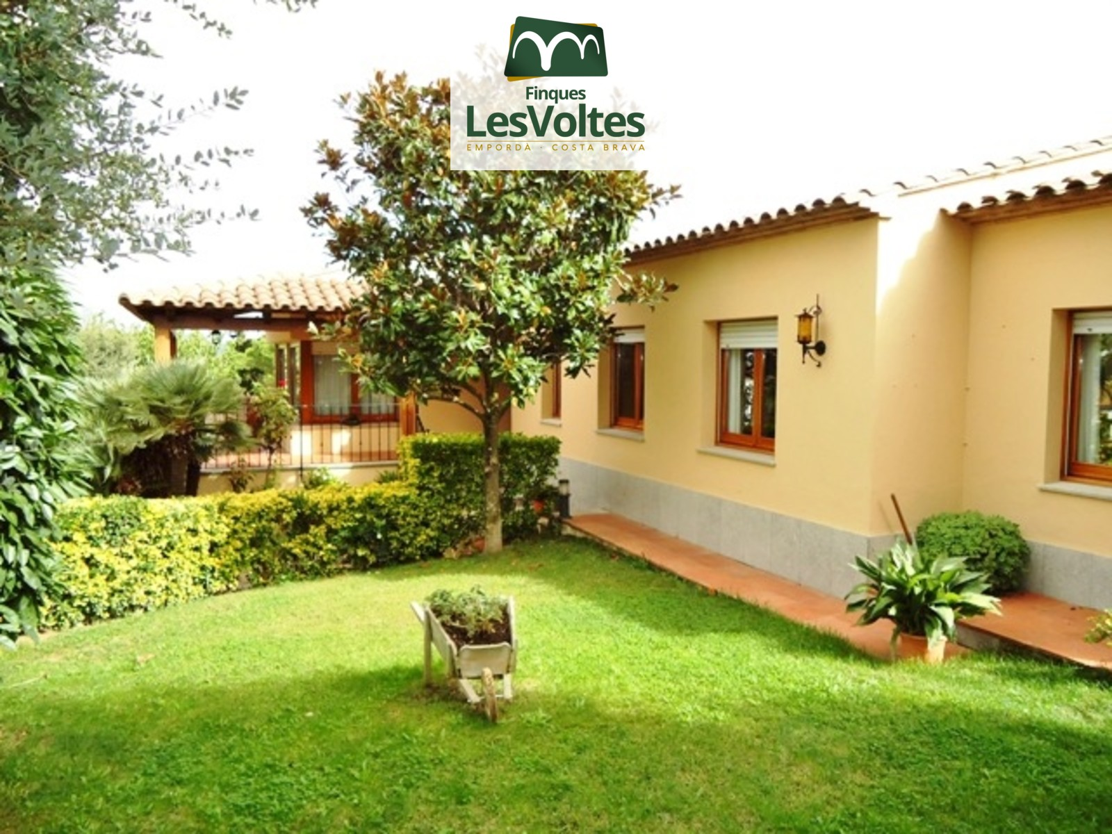 Casa unifamiliar amb jardí en venda a Palafrugell. Magnífica zona