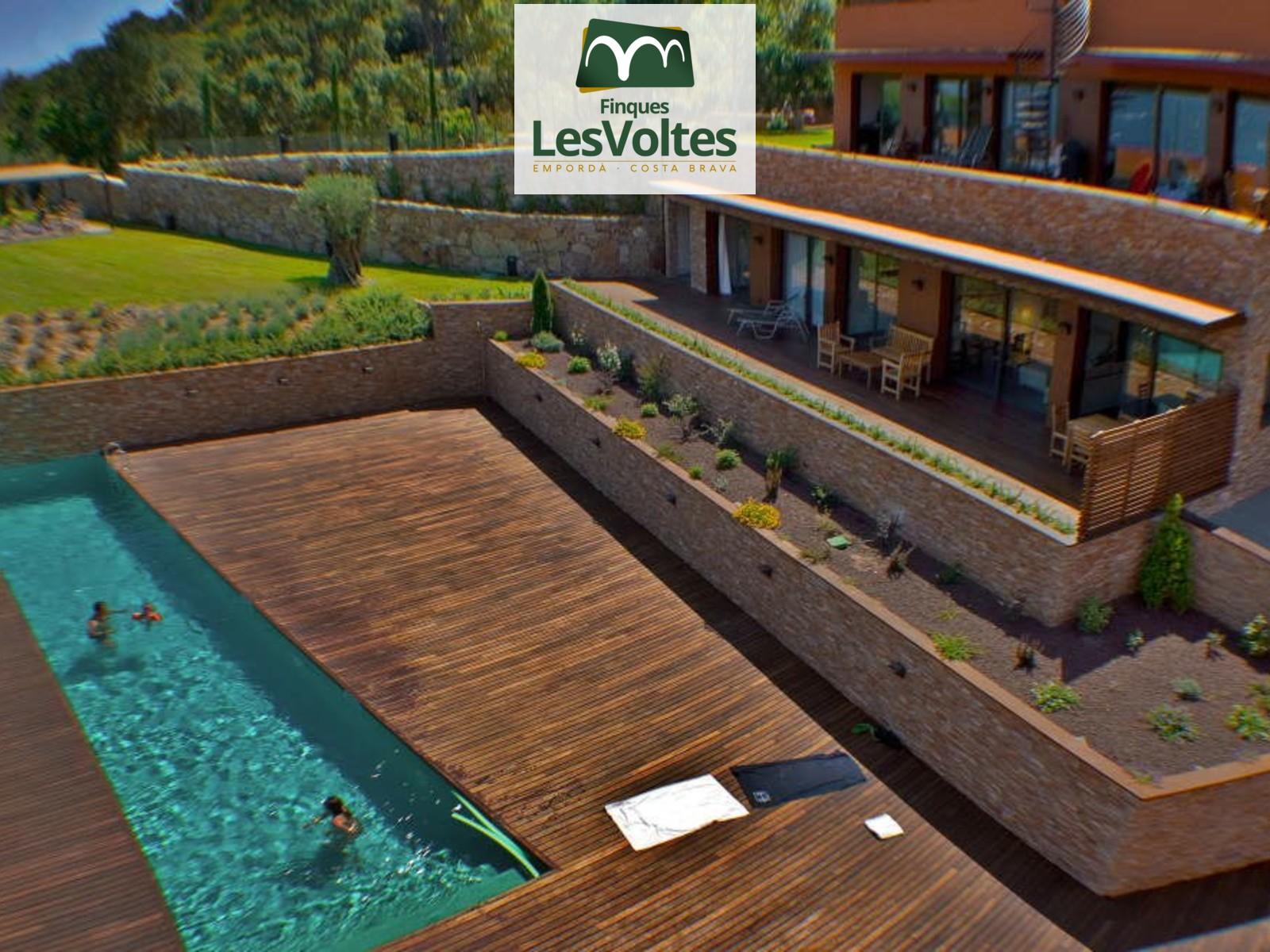 Casa alt estànding a la privilegiada urbanització Ses Falugues de Begur. Entorn únic amb magnífiques vistes al mar.