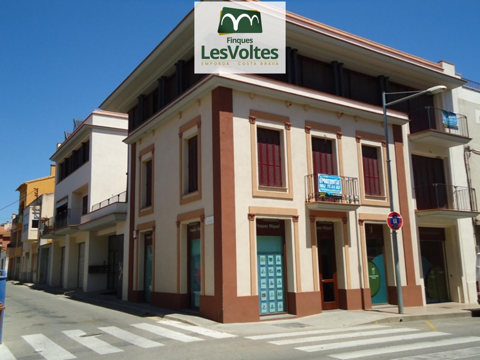 Liquidació de places d'aparcament en venda al centre de Palafrugell. Finançament de fins el 100%!