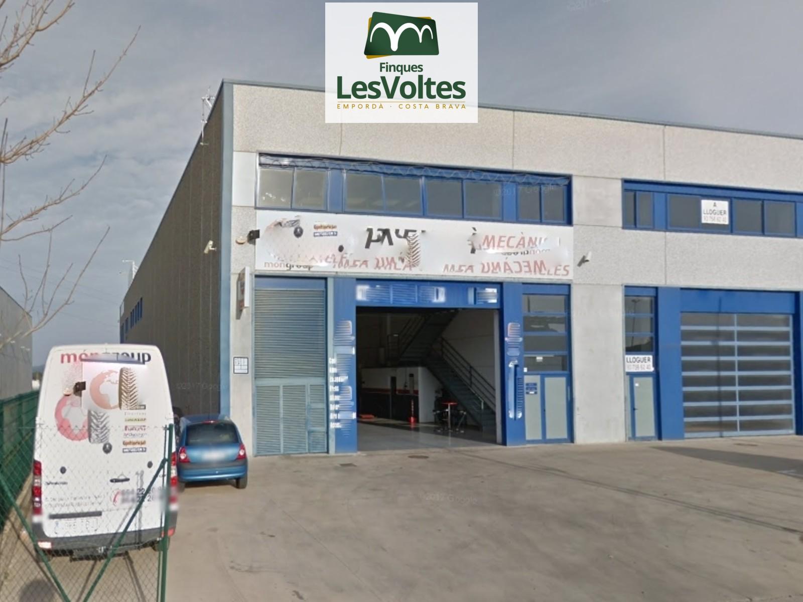 Nau industrial cantonera en venda a Palafrugell. Ubicació privilegiada.