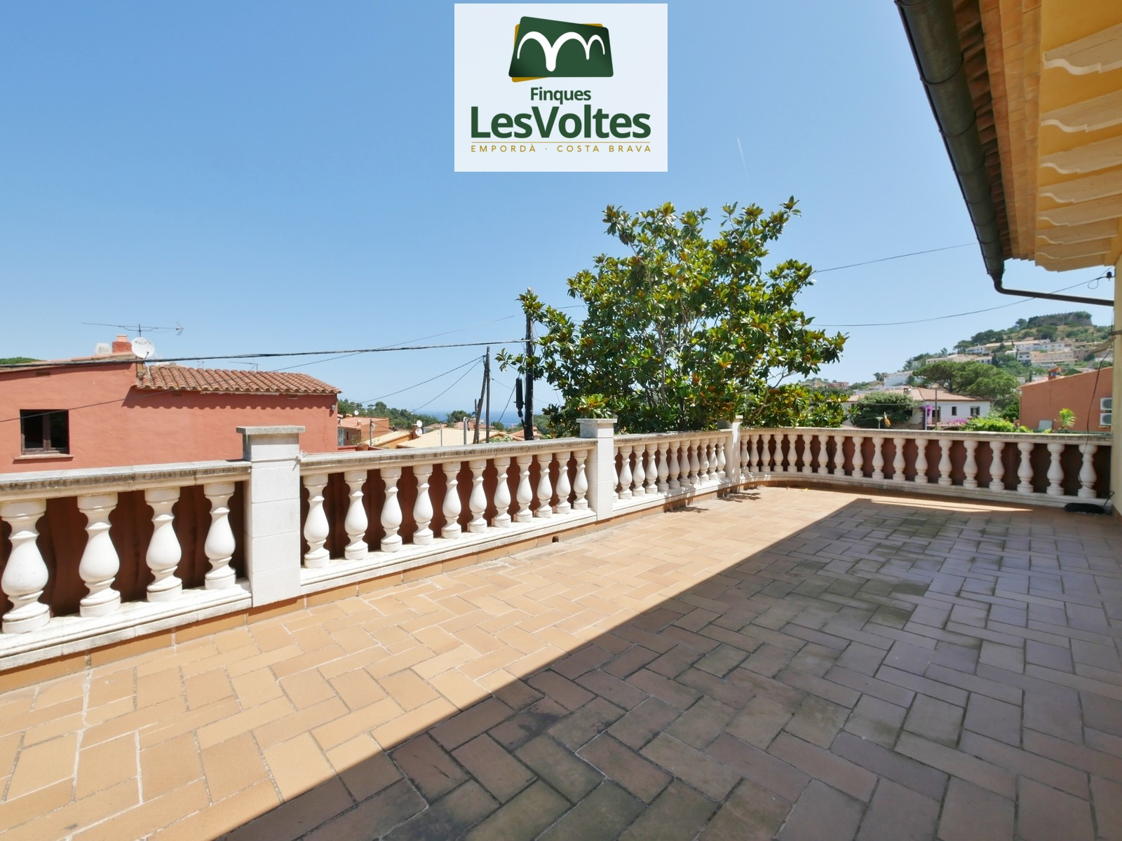 MAGNIFICENT HOUSE WITH GARDEN FOR SALE IN BEGUR. RESIDENTIAL QUIET AREA NEAR THE CENTER.