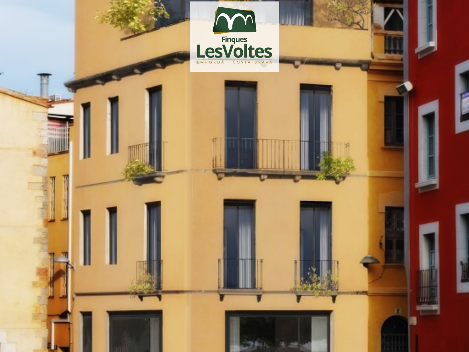 MAGNIFICENT CHARMING BUILDING FOR SALE IN THE PALAFRUGELL PEDESTRIAN CENTER. SINGULAR PROPERTY FOR INTEGRAL REFORM WITH MANY