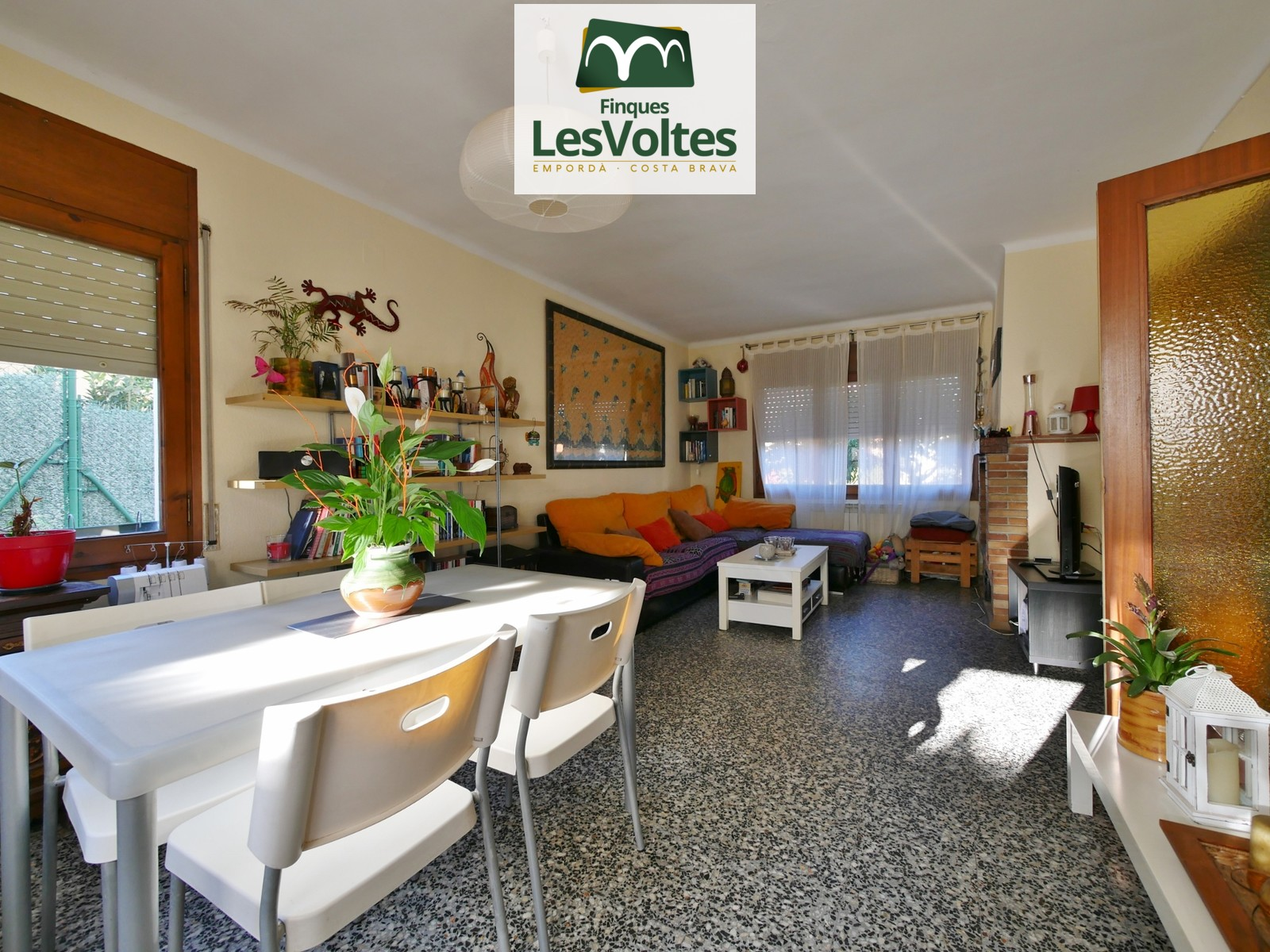 HOUSE WITH TWO FLOORS OF 129 M2 WITH GARAGE, TERRACE AND PATIO FOR SALE IN LA BISBAL D'EMPORDÀ
