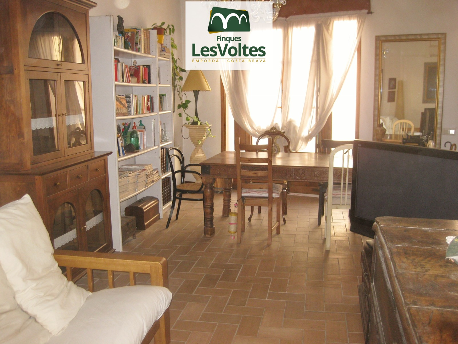 CHARMING RUSTIC HOUSE FOR SALE IN LA BISBAL D'EMPORDÀ. GREAT OPPORTUNITY!