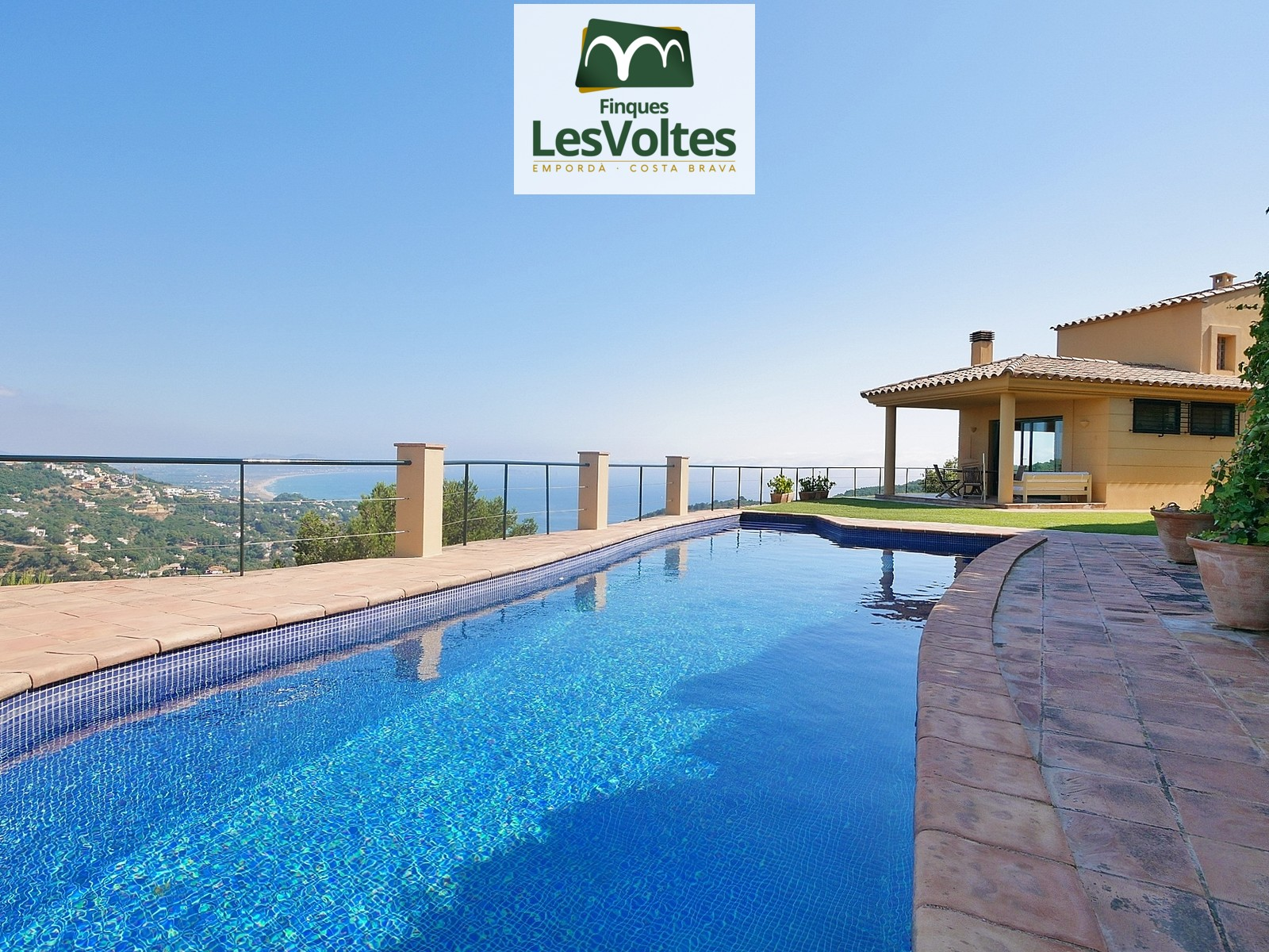 HOUSE WITH LARGE SEA VIEWS FOR SALE IN BEGUR. MAGNIFICENT PROPERTY WITH PANORAMIC VIEWS TO THE MEDES ISLANDS.