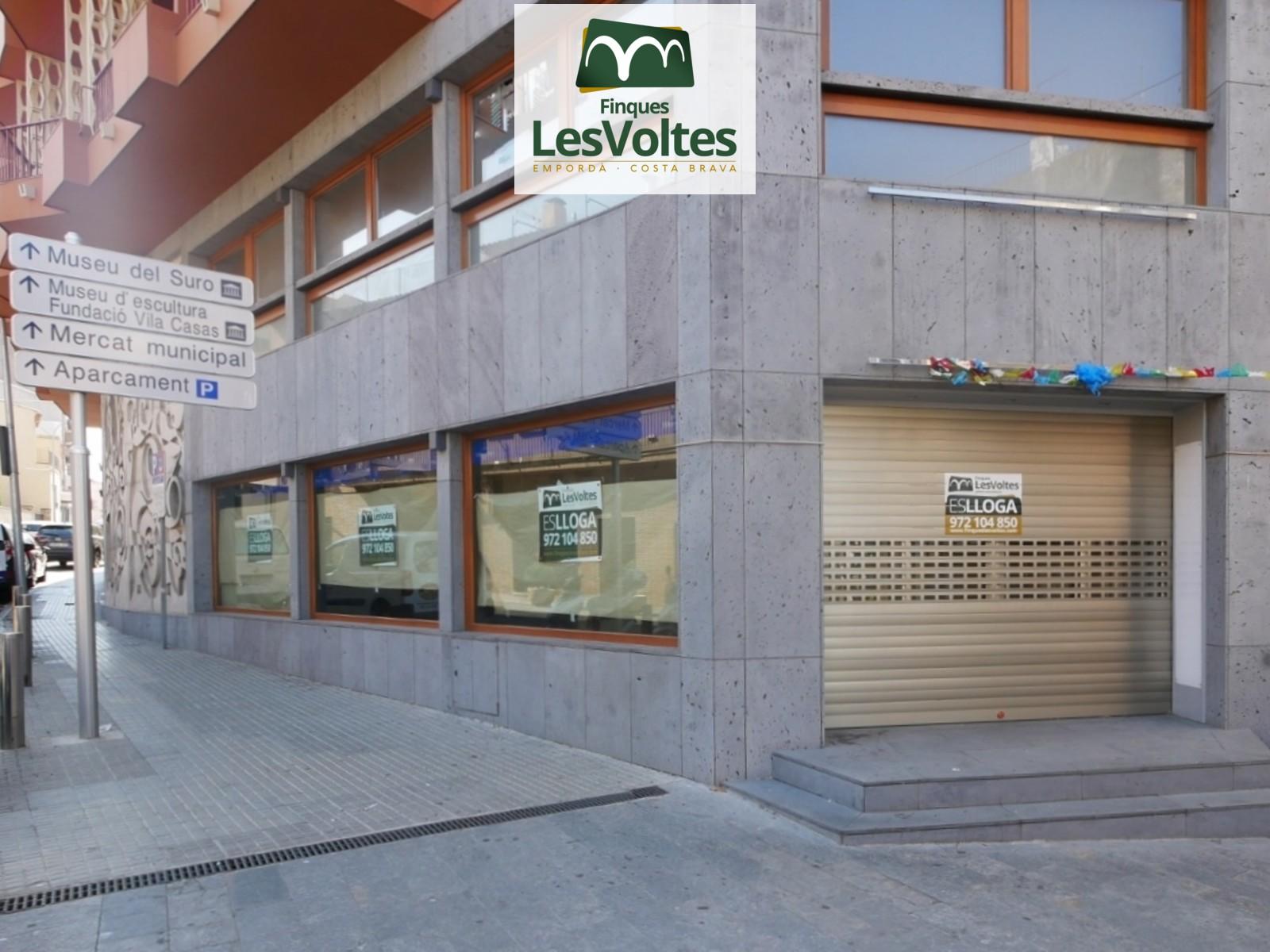 GRAN LOCAL COMERCIAL AMB ENCANT DE LLOGUER AL CENTRE DE PALAFRUGELL.