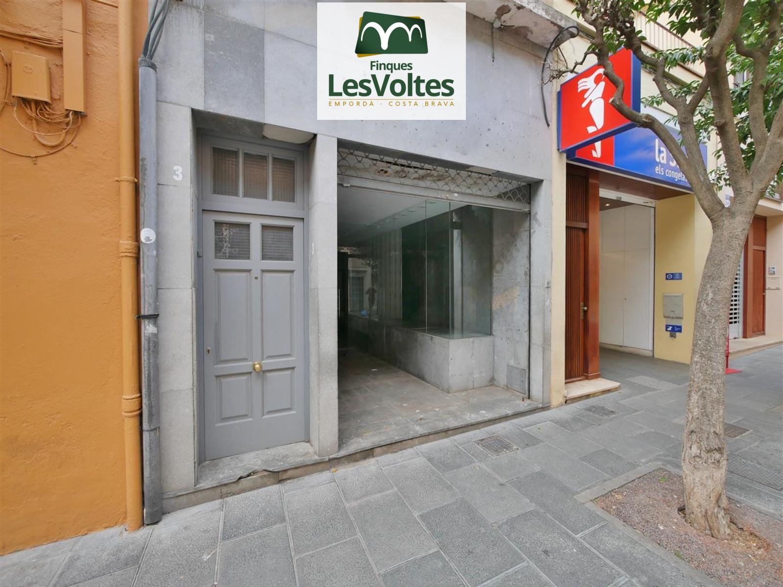 MAGNÍFICO LOCAL COMERCIAL DE ALQUILER EN EL CENTRO DE PALAFRUGELL. ZONA DE PASO Y MUY VISIBLE.